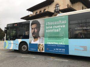 Campaña publicitaria en transporte urbano de Santander