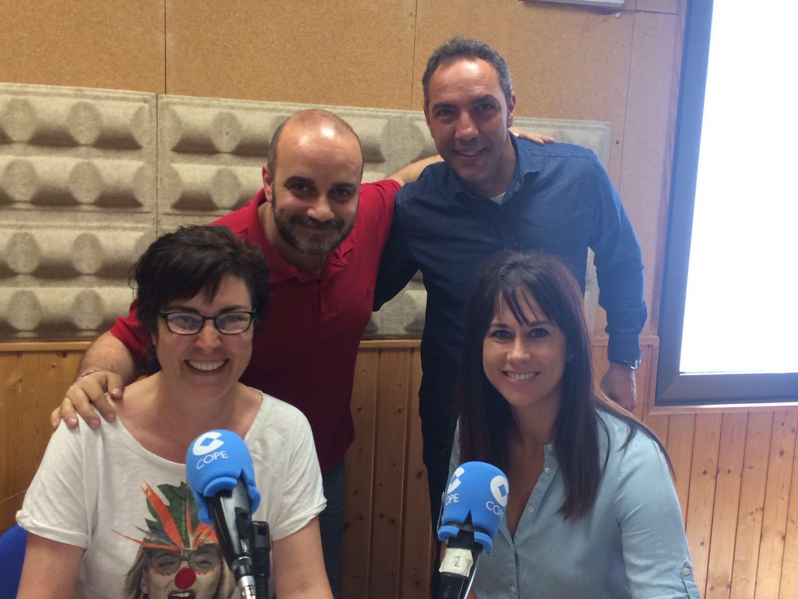 Entrevista en la radio de los directores del Área Dental y Área Estético