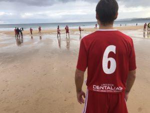 Dentalias, presente en la Liga de Veteranos de Fútbol Playa para fomentar el deporte y un modelo de vida saludable