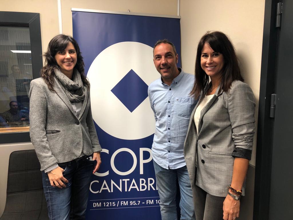 Marta Marañón y Rubén Córdoba, responsables de Dentalias, han visitado los estudios de la Cadena COPE, en Santander